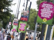 Wahlplakat von Bündnis 90 Die Grünen und anderer Parteien zur bevorstehenden Bundestagswahl in Ber