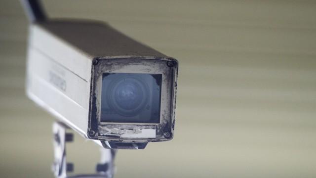 Die Videoüberwachung konnte einen Dieb nicht am Diebstahl einer Kamera hindern.