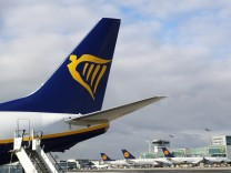 FILE PHOTO:A Ryanair aircraft parks at tarmac of Fraport airport in Frankfurt