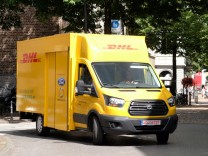 Ein Transporter der Deutschen Post.