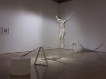 """Installation """"Balance.Akt"""" von Michael Kos in der Galerie der Künstler des BBK"""