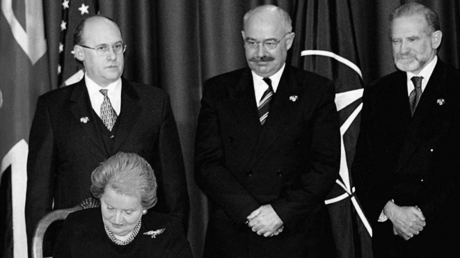 NATO ALBRIGHT KAVAN MARTONYI GEREMEK