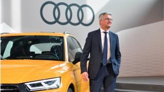 Rupert STADLER Vorstandsvorsitzender Einzelbild angeschnittenes Einzelmotiv posiert an einem AUDI