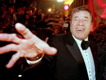 FILE PHOTO - Comedian Jerry Lewis reaches out to cover the camera lens as he arrives at the 12th annual American Comedy Awards in Los Angeles
