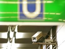 Überwachungskamera in U-Bahnhof in München, 2008