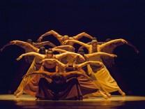 AAADT_Revelations; Revelations AAADT © Krautbauer Alvin Ailey Deutsches Theater