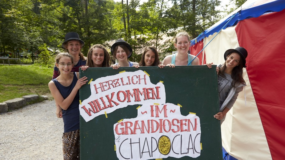 Internationaler Jugendzirkus CHAPOCLAC