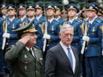 U.S. Secretary of Defense Mattis and Ukraine's Defence Minister Poltorak walk past honour guards during a welcoming ceremony in Kiev