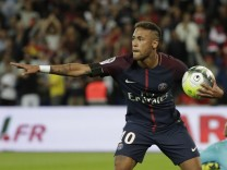 TOPSHOT-FBL-FRA-LIGUE1-PARIS-TOULOUSE; Neymar