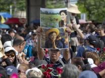 Haftbefehlt gegen Thailands Ex-Regierungschefin - Proteste