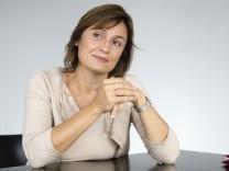 143 / Portrait der Fernsehjournalistin Sandra Maischberger