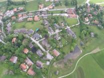 Bürgerinitiative Deining Rettet Deining vor Spekulanten. Das betreffende Grundstück an der Hochstraße, Blick Grundstück aus 100m Höhe