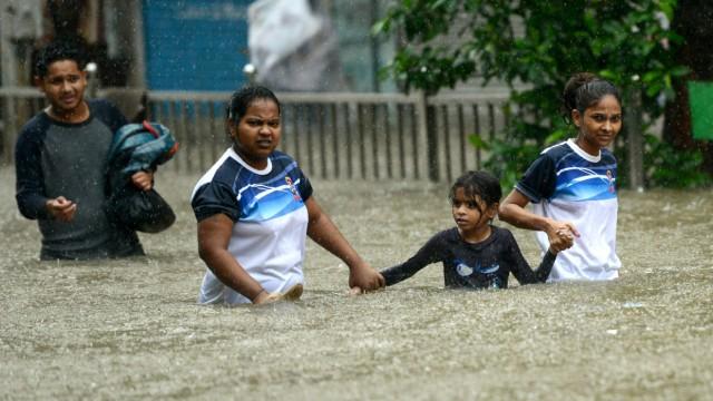 Naturkatastrophen Hochwasser in Südasien und Texas