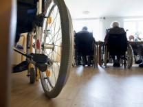 Bewohner des Alten und Pflegeheims auf Borkum 16 10 2013 MODEL RELEASE vorhanden Borkum Deutschla