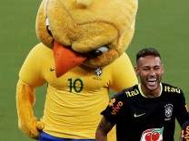 Soccer Football - 2018 World Cup Qualifications - South America - Brazil Training