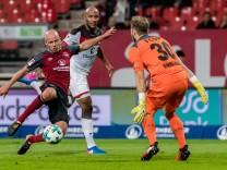 1. FC Nuernberg v FC St. Pauli - Second Bundesliga