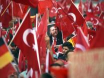 Demo von Erdogan-Anhängern in Köln; Demo von Erdogan-Anhängern in Köln