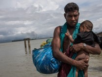 Rohingya Refugees Flood Into Bangladesh