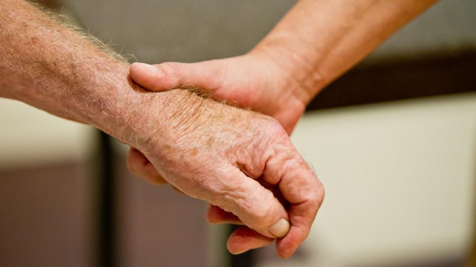 Vorsorgevollmachten wirken: Zahl der Betreuungsverfahren sinkt