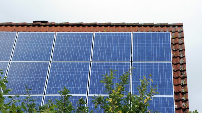 Solarstrom - Solar-Anlage auf einem Dach
