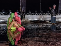 paradies fluten - Pressefotos teil eins der klimatrilogie von Thomas Köck  Österreichische Erstaufführung am 9. September 2017 im Akademietheater Regie: Robert Borgmann