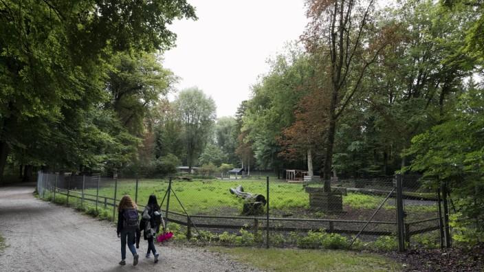 Verwaistes Tiergehege im Stadtpark