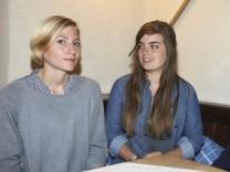 Mitgliederversammlung des Vereins Oberland Plastikfrei. Starnbräu, v.l. Initiatorin Marisa Neumeister, Vortrag von Charlotte Schüler