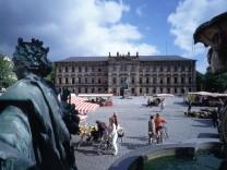 Schlossplatz mit Schloss der Uni Erlangen-Nürnberg