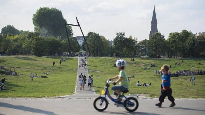 Görlitzer Park Berlin Kreuzberg Abendstimmung Sommer Menschen
