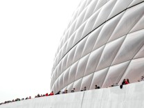 BESTPIX - FC Bayern Muenchen  v  SL Benfica - UEFA Champions League Quarter Final: First Leg