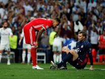 Bayern Munich's Jerome Boateng checks on Bayern Munich's goalkeeper Manuel Neuer after he injured his left foot during their UEFA Champions League quarterfinal second leg match against Real Madrid at Santiago Bernabeu stadium in Madrid; Neuer und Boateng