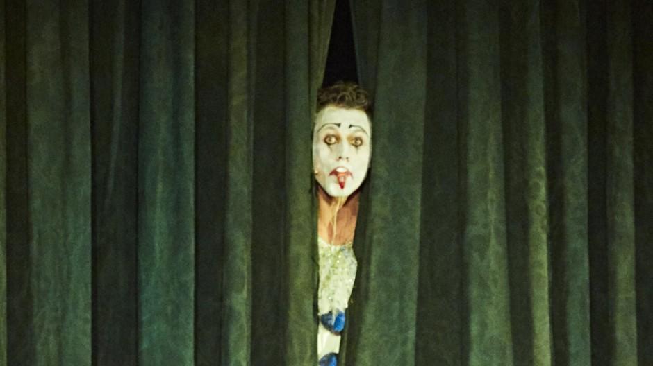 The QueenâÄÖs Men; Schauspiel Düsseldorf