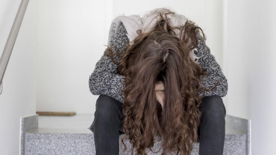 Junge Frau traurig und enttaeuscht am 02 02 2016 in Muenchen Deutschland MODEL RELEASED