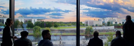 Eröffnung Futurium Deutschland Berlin 16 09 2107 Blick aus dem Fenster zum Regierungsviertel Pau