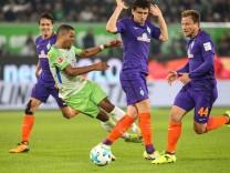 Daniel Didavi VfL Wolfsburg gegen Milos Veljkovic Mi und Philipp Bargfrede Werder Bremen 1