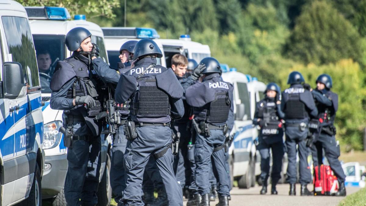 Mindestgröße - Polizei in Bayern betrachtet Einzelfall - Karriere -  Süddeutsche.de