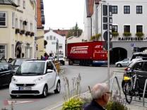 Grafing Marktplatz - ein Tag nach Eröffnung der Ortsumfahrung.