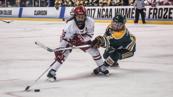 March 19 2017 St Charles MO U S Wisconsin Badgers defensemen JENNY RYAN 5 skates around th; Eishockey