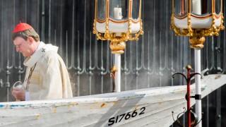 Woelki nutzt Flüchtlingsboot als Altar