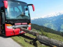 Urlauber bewahrt Bus vor Absturz