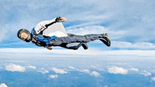 Susanne Böhme fliegt seit 17 Jahren im Wingsuit - heute trotz Querschnittslähmung
