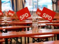SPD Fähnchen auf dem Volksfest in Puchheim, 2013