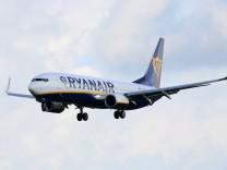 Ein Ryanair-Flugzeug landet in Dublin