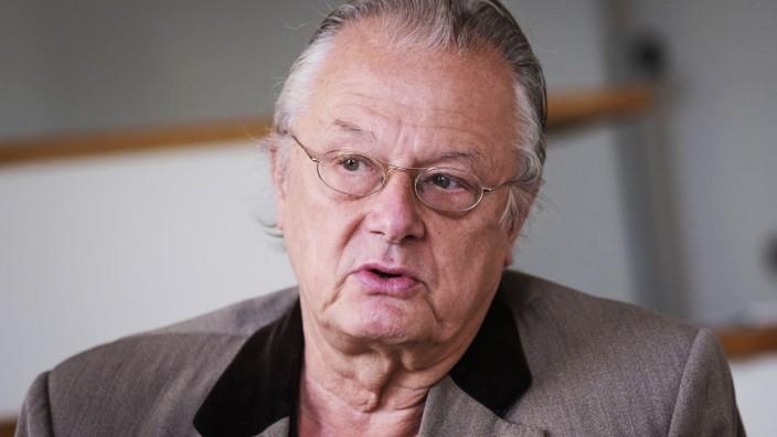 Interview mit Frank Castorf zu Gounods Faust Frank Castorf