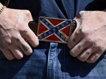 Wal-Mart, other retailer ban articles with Confederate flag