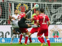 Fussball 1. Bundesliga/  Eintracht Frankfurt - VfB Stuttgart