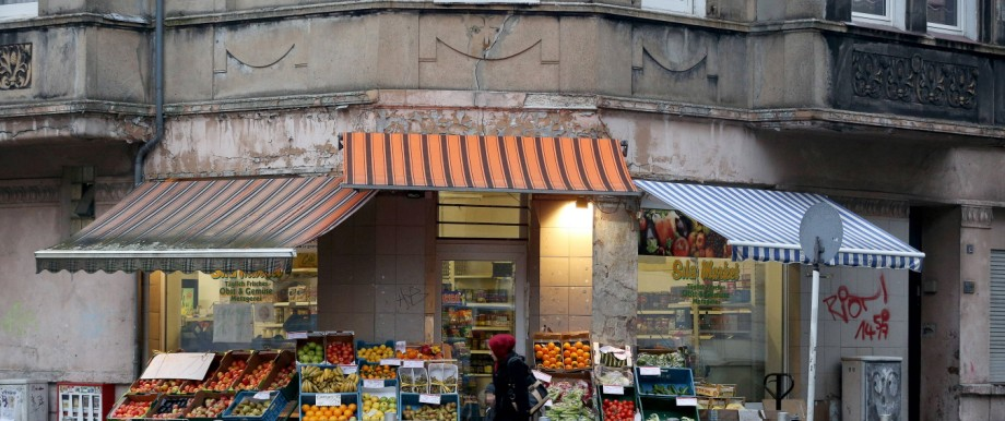 19 11 2013 Dortmund Problemviertel Nordstadt Hier Gemueseladen am Nordmarkt
