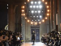 Givenchy : Runway - Paris Fashion Week Womenswear Spring/Summer 2018