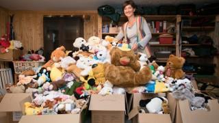 Julia Schlosser. Sie hat mit Spenden 1000 Kuscheltiere für Kinder in Syrien gesammelt. Elisabethstr 29 Unterschleißheim