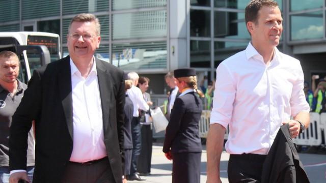 DFB Präsident Reinhard Grindel mit Teammanager Oliver Bierhoff Abflug der Deutschen Nationalmannsc